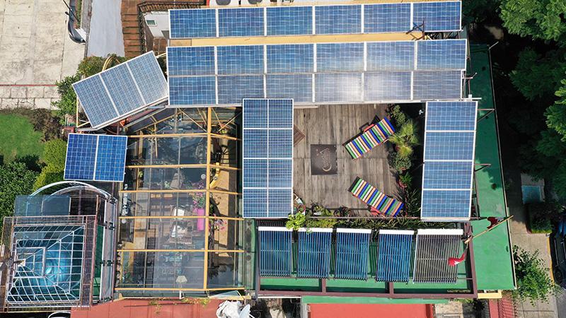 Zona fotovoltaicas, hot pipes o termosifón bifásico, depósitos y controles de agua caliente sanitaria
